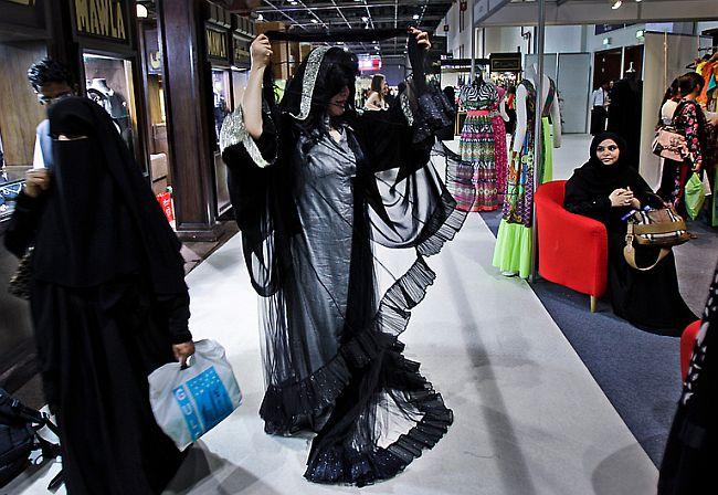 Kubra Al Qaseer Presenting Her Abaya Collection At A Bridal